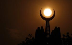 1-crescent-moon-islamabad